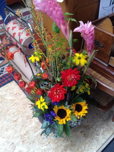 Boeketten in felle kleuren, vaak van 1 soort bloem in een bepaalde kleur.