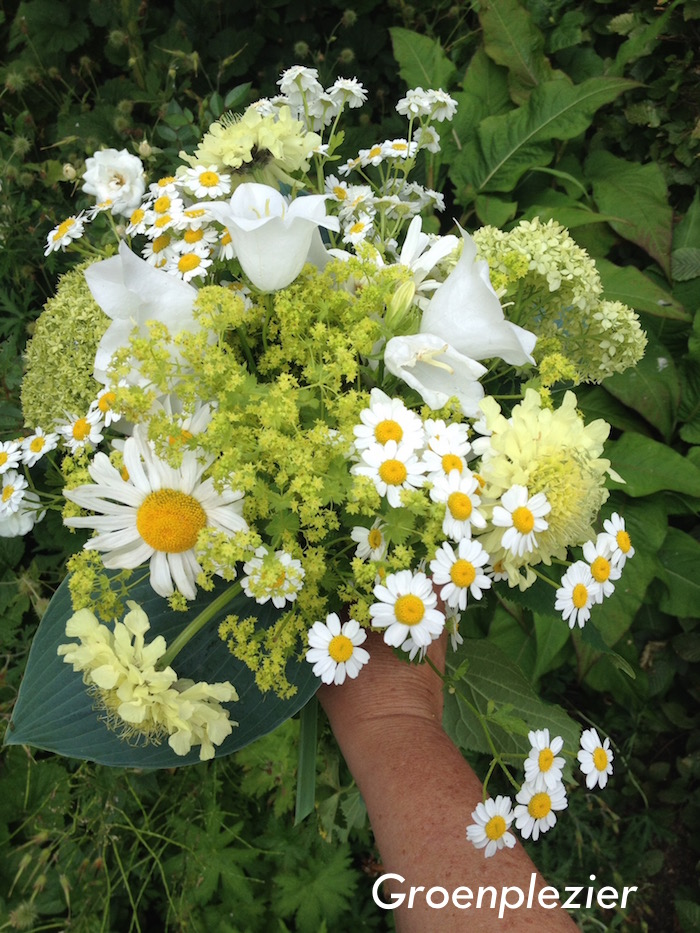 summerflowers_garden_bouquet_light_yellow_white